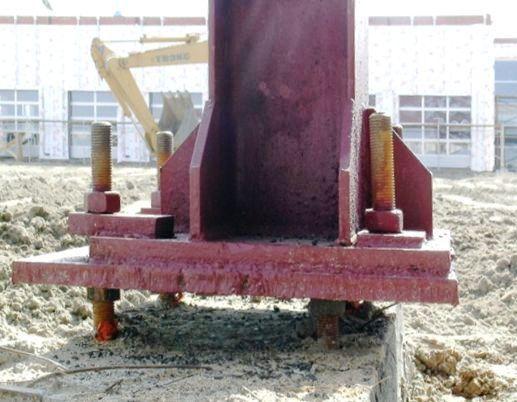 Больше ЛМК в России www.steelbuildings.ru База колонны, база фундаметов ... Контрагаек тоже нет. Сколько ещё мы будем видеть такие решения практически на каждом объекте, где есть стальные колонны?