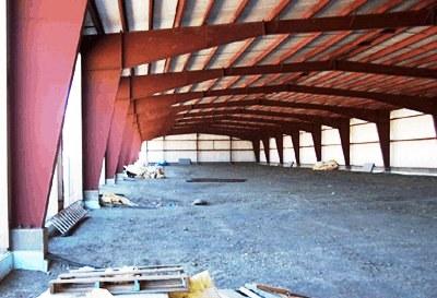 Больше ЛМК в России www.steelbuildings.ru Судя по отсутствию рёбер жёсткости - это кто-то из зарубежных производителей с хорошей сталью: