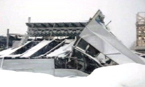 Больше ЛМК в России www.steelbuildings.ru 24 х 54 х 10,0 м (строящийся магазин на основе стального каркаса, обшитый сэндвич-панелями, 2-х этажный) рухнул под Санкт-Петербургом.