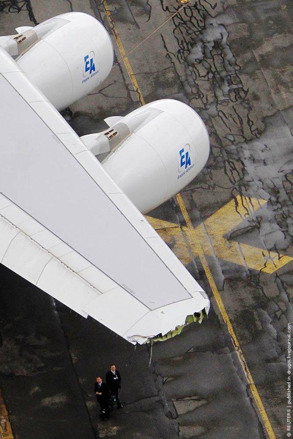 Больше ЛМК в России www.steelbuildings.ru Стальной ангар - это сила! А380 в ЛяБурже задел один из ангаров - вот что стало с самолётом после этого: