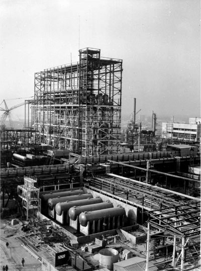 Больше ЛМК в России www.steelbuildings.ru Блог Михаила Кокорева (МК) А я возбуждаюсь, когда вот такие громадины вижу - не важно, что старое фото - это завод в Тирасполе: