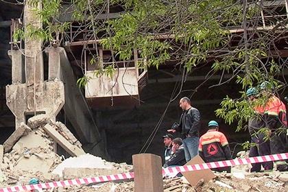 Больше ЛМК в России www.steelbuildings.ru Бетон обрушился на людей в Великом Новгороде, есть жертвы.