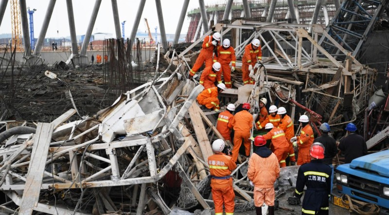 Больше ЛМК в России www.steelbuildings.ru На сей раз это произошло в Китае, под обломками арматуры и бетона погибли люди, обрушилась электростанция:
