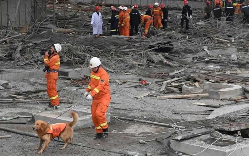 Больше ЛМК в России www.steelbuildings.ru Бетон и арматура продолжают убивать людей! На сей раз это произошло в Китае, под обломками арматуры и бетона погибли люди, обрушилась электростанция: