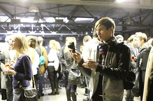 Больше ЛМК в России www.steelbuildings.ru Мир моды Москвы в ангаре со страшными стальными фермами - фото со вчерашнего показа