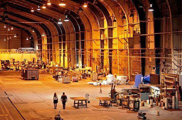 Больше ЛМК в России www.steelbuildings.ru АВАТАР-1 снимали в этом ангаре на основе стальной балки, он был построен в 40-х гг. 20 века: