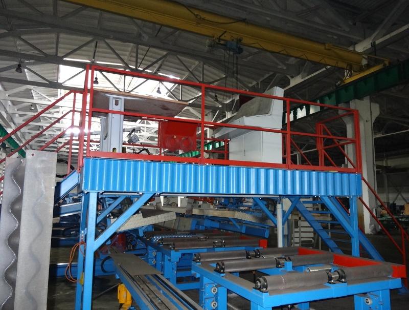 Больше ЛМК в России www.steelbuildings.ru Это линия по производствку гофробалки, стоящая в тёмноте на СолнечноГорском ЗМК.