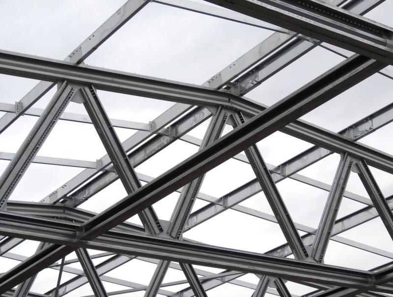 Больше ЛМК в России www.steelbuildings.ru Эксклюзивные (а как ещё?) фото первого полиметаллического каркаса здания в Твери. http://www.steelbuildings.ru/uploads/b/Byzov/7677.jpg