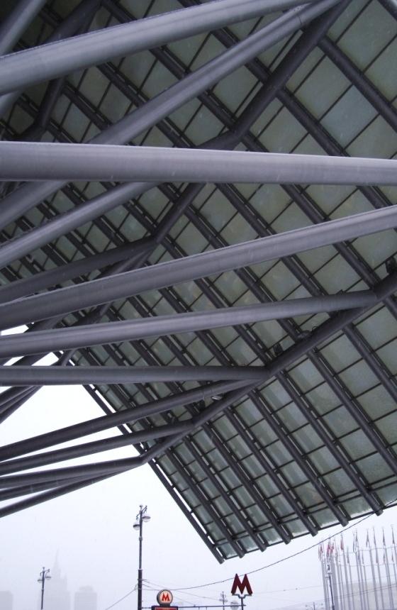 Больше ЛМК в России www.steelbuildings.ru Снег в Москве: именно так выглядит наконец-то застеклённый козырёк ТЦ Европейский: