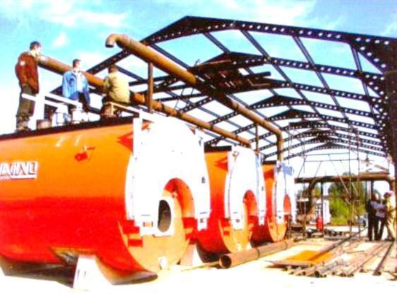 Больше ЛМК в России www.steelbuildings.ru Блог Дмитрия Кропивницкого (DK) Снимок сделан на одном из объектов ГАЗПРОМа в Омской области. Интересная конструкция стального каркаса производственного ангара с вертикальными стенами: