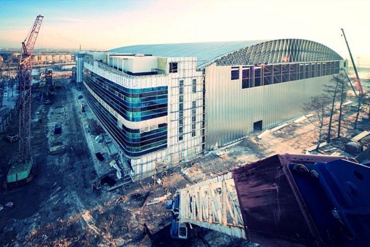 Больше ЛМК в России www.steelbuildings.ru Редкое фото: монтаж футбольного манежа в Красноярске на основе стальных конструкций BEHLEN: