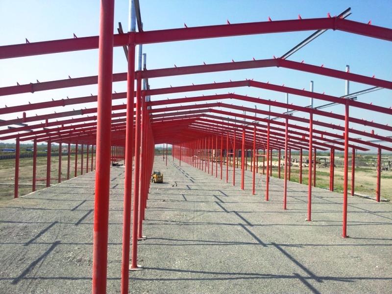 Больше ЛМК в России www.steelbuildings.ru Красный цвет каркаса как требование Клиента. Lindab из Баку передаёт: