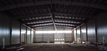 Больше ЛМК в России www.steelbuildings.ru Почему у евроангаров нижний стеновой прогон находится на высоте 2,2 м? Фото евроангара, строящегося в п. Ворсино, Калужской области.