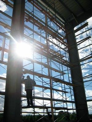 """Больше ЛМК в России www.steelbuildings.ru Представляем Компании, которые строят евроангары в России - Новосибирская Проектно-Строительная Компания """"АрСТ""""."""