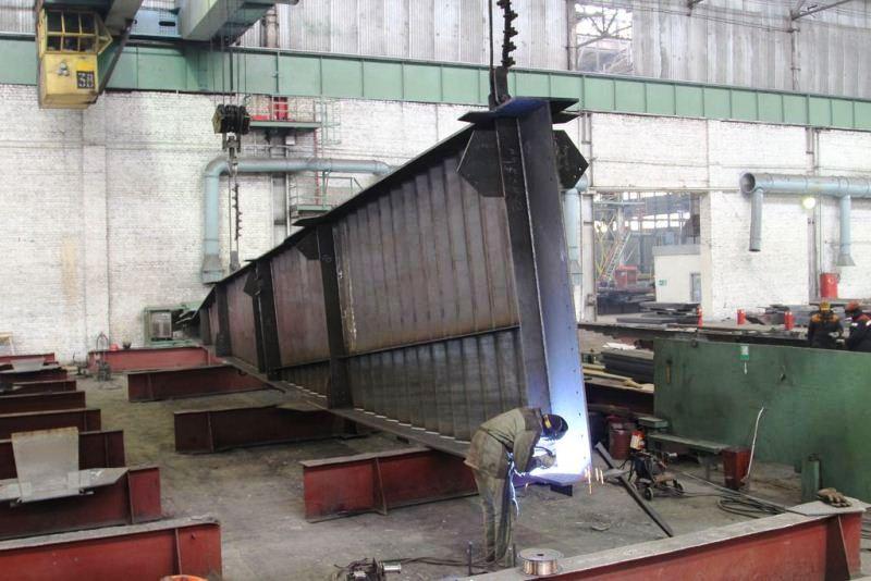 Больше ЛМК в России www.steelbuildings.ru Больше ЛМК в Казахстане. «Карагандинский ЗМК-Имсталькон» выпускает до 3 000 тон металлоконструкций в месяц.