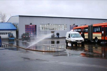 Больше ЛМК в России www.steelbuildings.ru Выставка, на которой были Клиенты - МИР АВТОБУСОВ, - но кто построил металлическое здание из сэндвич-панелей на основе стального каркаса из балки переменного сечения выяснить не удалось. Фоторепортаж: