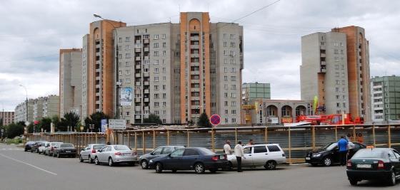 Больше ЛМК в России www.steelbuildings.ru 1-я парковка из ЛМК на крыше торгового здания появится в Обнинске напротив офиса Компании АНДРОМЕТА (это бывший офис Компании ВЕНТАЛЛ).