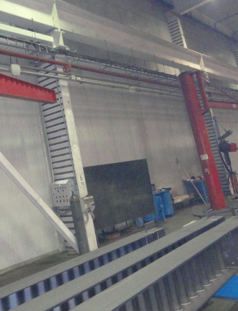Больше ЛМК в России www.steelbuildings.ru SinSaloBeam. Иллюзии о г...й-балке будут развеяны. Кстати, на фото ясно видно, что заводская пыль и грязь оседает на гофрах колонн, выполненых из гофро-балки. О какой эстетике с таким устрашающим видом можно говорить, Коллеги?