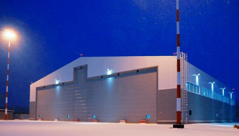Больше ЛМК в России www.steelbuildings.ru Именно на основе стальной балки переменного сечения построили авиаангар в Кольцово (ЕкатеринБург).