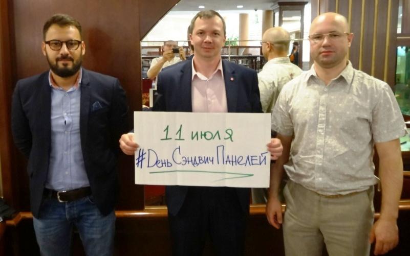 Больше ЛМК в России www.steelbuildings.ru 11 июля 2017 года в России впервые праздновался День Сэндвич-Панелей.