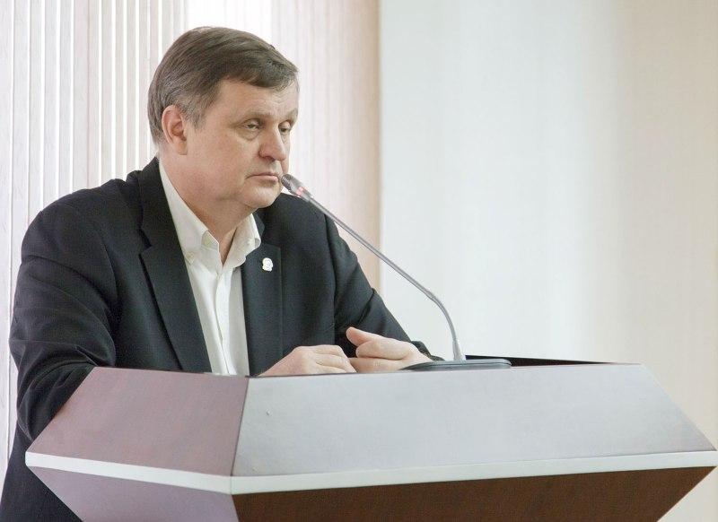 Больше ЛМК в России www.steelbuildings.ru Сергей Масленников и менеджеры среднего звена.