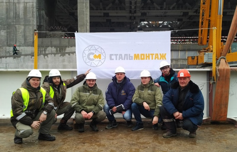 Больше ЛМК в России www.steelbuildings.ru Topping Out от СтальМонтажа состоялся в Москве 13 декабря 2017 года, впервые в России, в Год СтальМонтажника