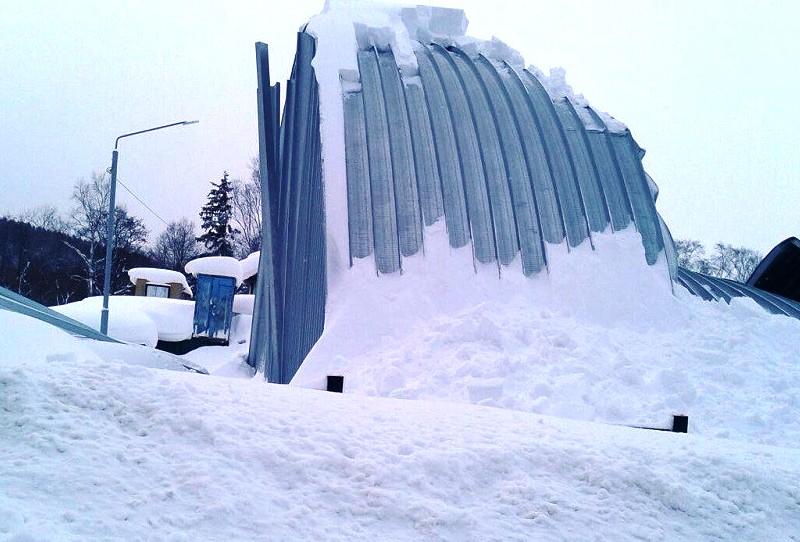 Больше ЛМК в России www.steelbuildings.ru Упал ещё один бескаркасный арочник.