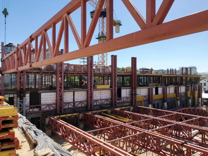 Больше ЛМК в России www.steelbuildings.ru СтромМонтаж поставляет стальные фермы на реконструируемое здание спортивного центра в Симферополе.