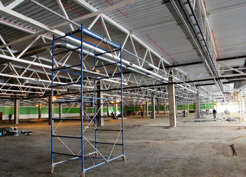 Больше ЛМК в России www.steelbuildings.ru В Кирове строят новый ГиперМаркет МАКСИ на основе стального каркаса.