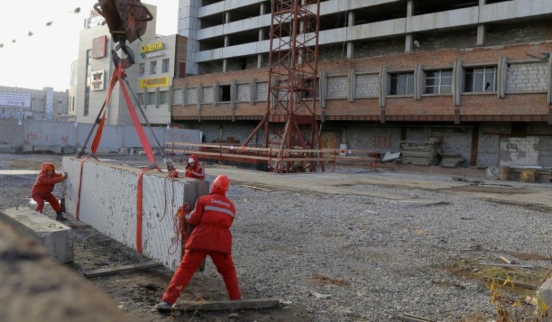 Больше ЛМК в России www.steelbuildings.ru Cтроить легко! Сталь позволяет строить выше, потому что она легче, побеждая бетон.