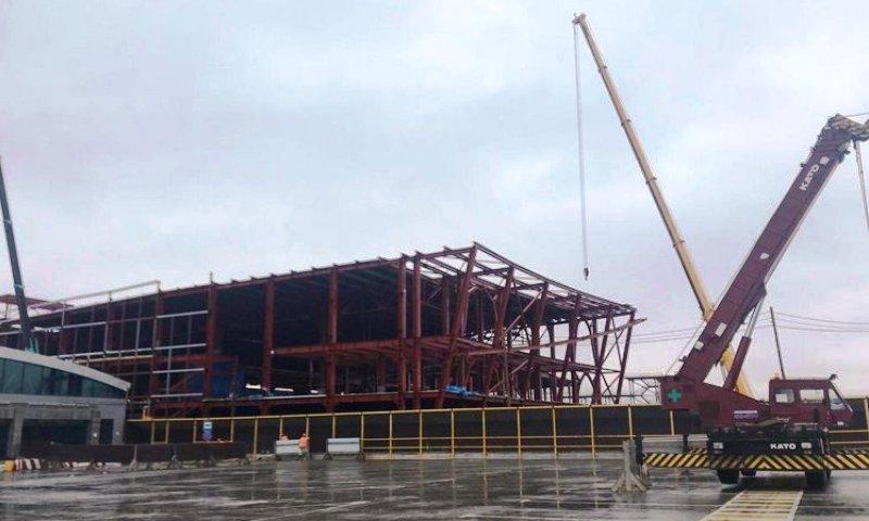 Больше ЛМК в России www.steelbuildings.ru Аэровокзал Южно-Сахалинска:смонтировано 4 450 тн МеталлоКонструкций из 10 000 тн.