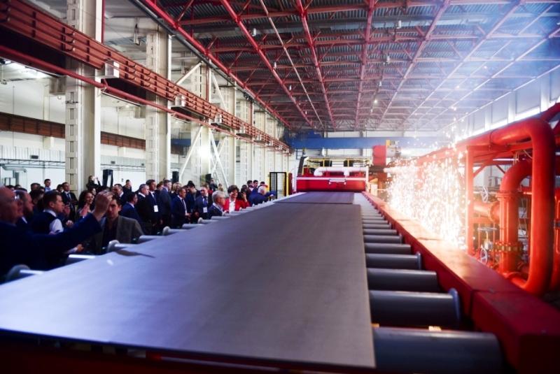 Больше ЛМК в России www.steelbuildings.ru BrandSteel (БрэндСтил) - это новый СМЦ (Сервисный МеталлоЦентр).